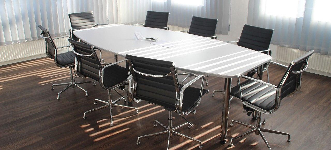table-2254656_1280.jpg
